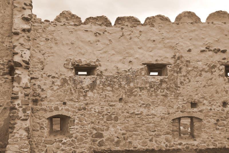 中世纪鲁佩亚浪子堡垒的老墙壁在特兰西瓦尼亚,罗马尼亚 库存照片