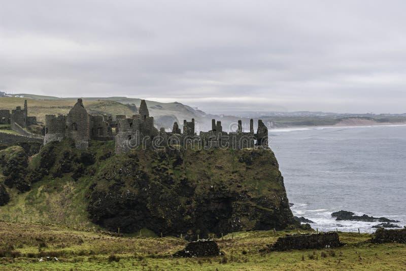 中世纪Dunluce城堡废墟  库存照片