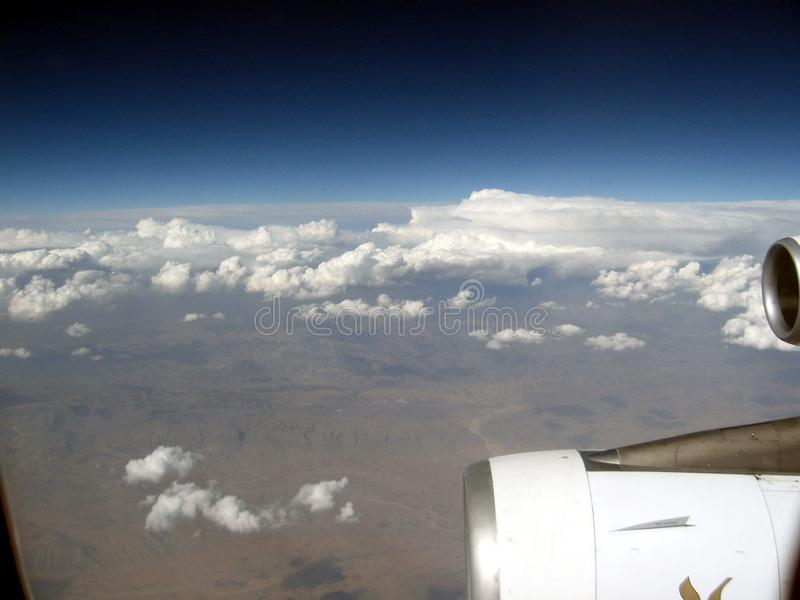 中东或非洲,在伊朗的美丽如画的光秃的山脉飞行在途中到阿曼风景摄影 免版税库存图片