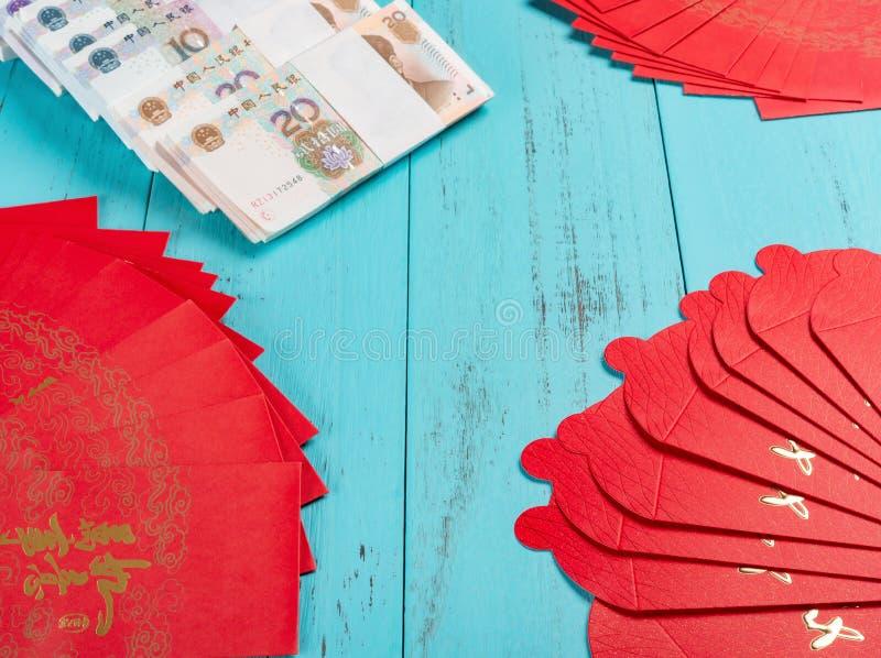 中国一切的红色口袋Engllish翻译的全新的纸币进展顺利作为愿望 免版税库存图片