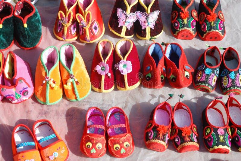 中国传统婴孩布料鞋子 库存照片