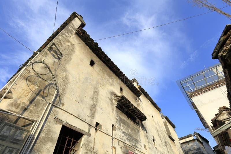 中国传统特别白色大厦安徽样式,多孔黏土rgb小窗口  库存图片