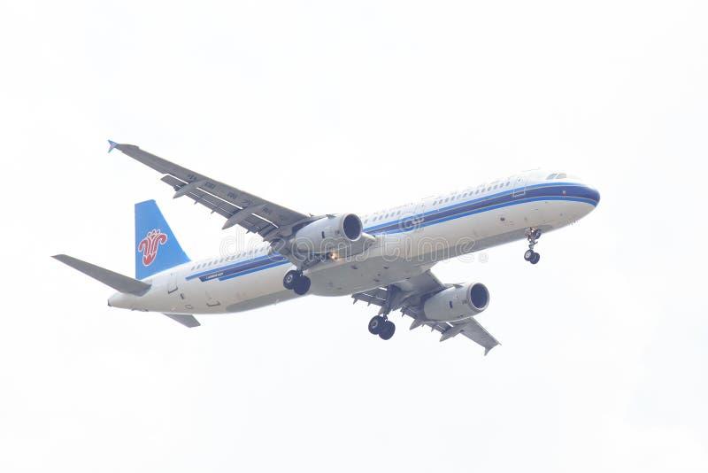 中国南方航空股份有限公司飞机或飞机在天空着陆的对Suvanabhumi机场 图库摄影