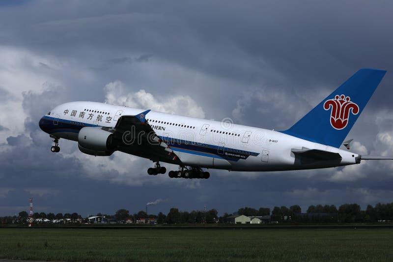 中国南方航空股份有限公司A380喷气机从史基普机场,AMS离开了 库存图片