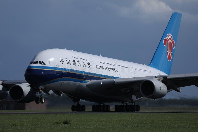 中国南方航空股份有限公司A380喷气机从史基普机场,AMS离开了 图库摄影