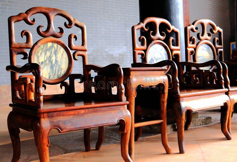 中国古老客厅和木椅子 免版税库存图片