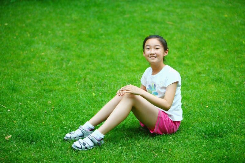 中国女孩草坪 库存图片