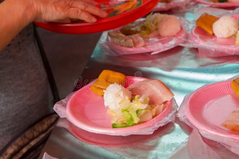 中国宗教信仰,礼仪奉献物,猪肉,菜,干豆,鸡蛋,米饭团, 免版税图库摄影