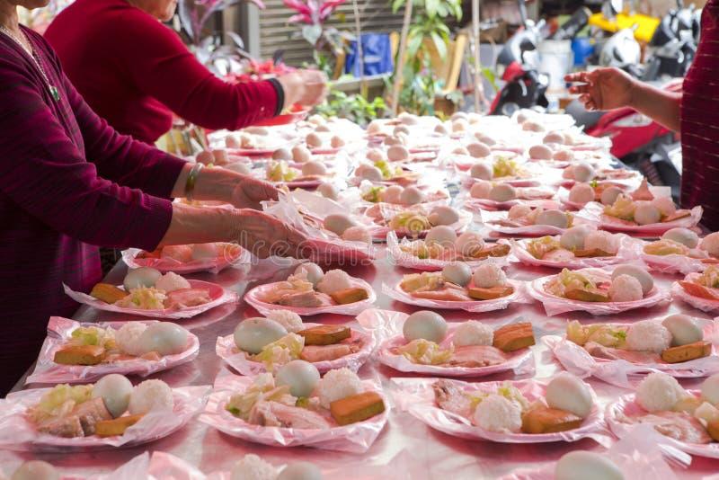 中国宗教信仰,礼仪奉献物,猪肉,菜,干豆,鸡蛋,米饭团, 库存图片