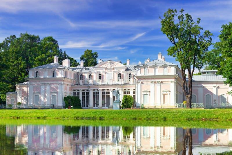 中国宫殿在Oranienbaum (Lomonosov)公园。 图库摄影