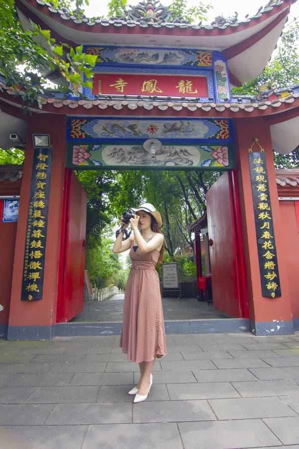 中国寺庙美女和背景  免版税库存图片