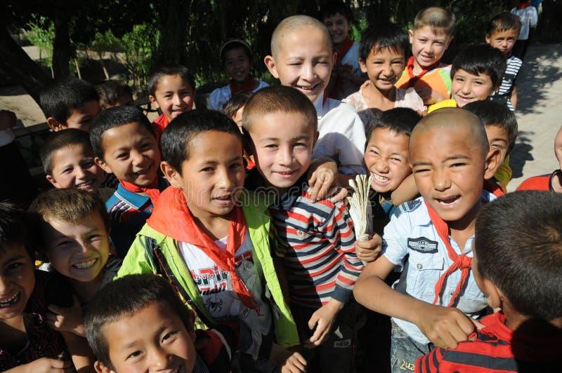 中国小学生在校园里 免版税库存照片