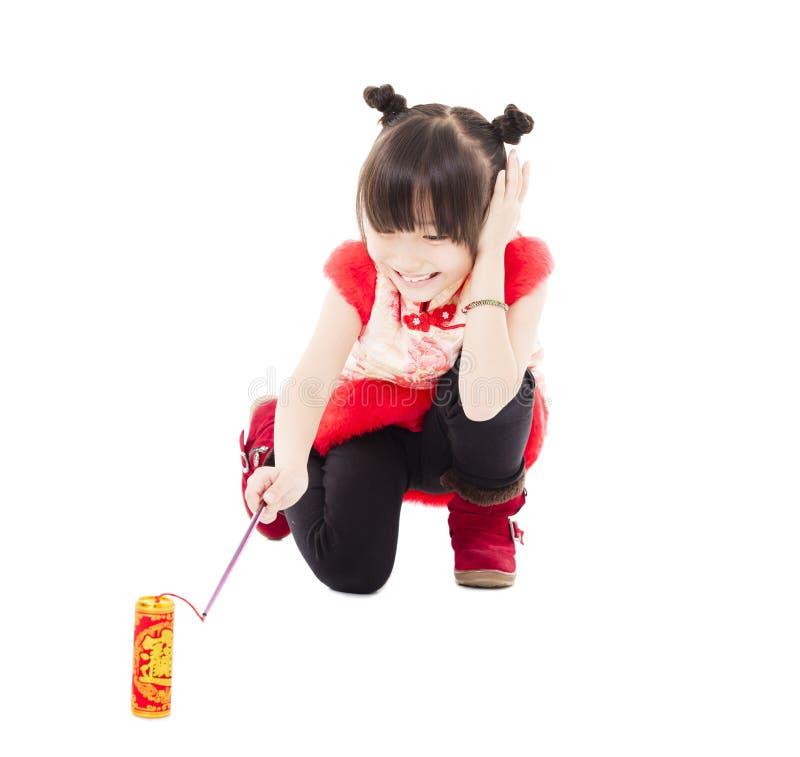 中国新年好 使用与爆竹的孩子 免版税库存照片