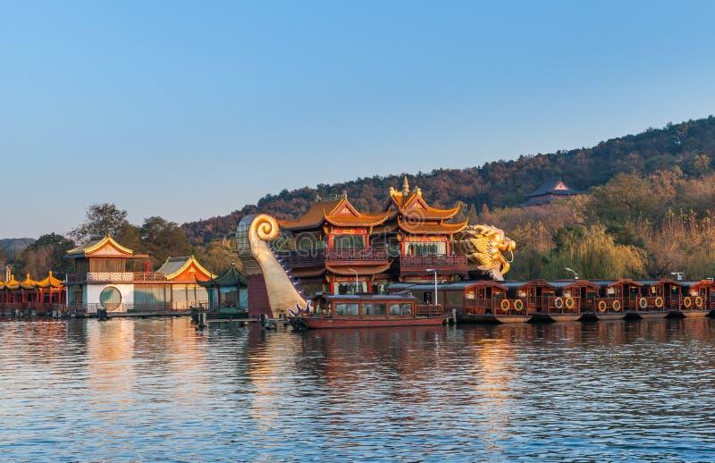 中国木休闲小船,西湖,杭州 免版税图库摄影