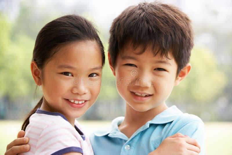 中国男孩和女孩纵向  免版税库存照片