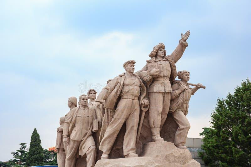 中国的工人阶级的纪念碑的天狮的'人摆正 库存照片
