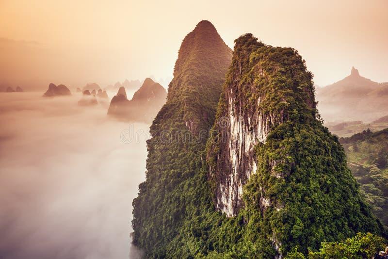 中国的石灰岩地区常见的地形山 库存照片