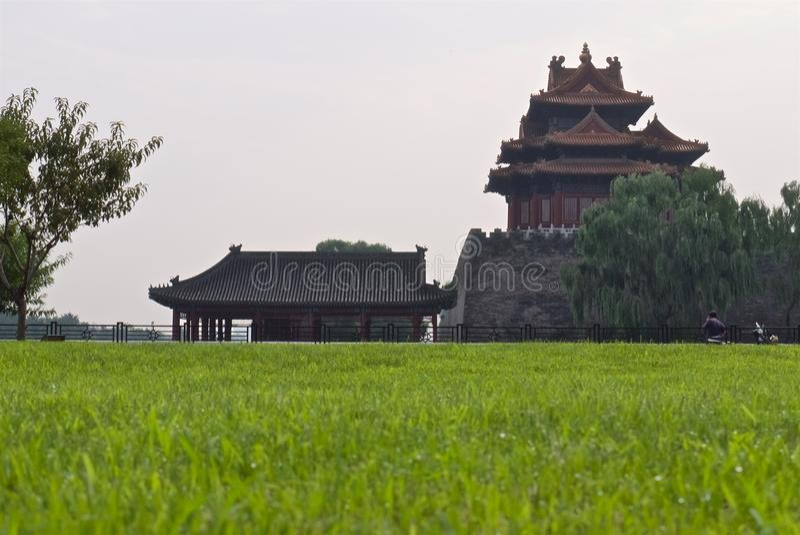 中国皇家宫殿的塔烟雾的 免版税库存图片