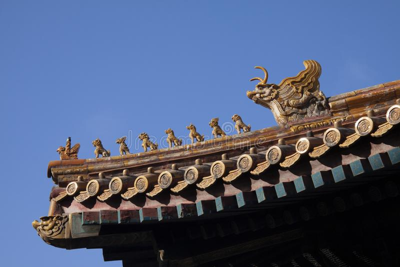 中国皇家屋顶装饰或屋顶魅力或者屋顶形象与皇帝和生物在紫禁城在北京,奇恩角 库存照片