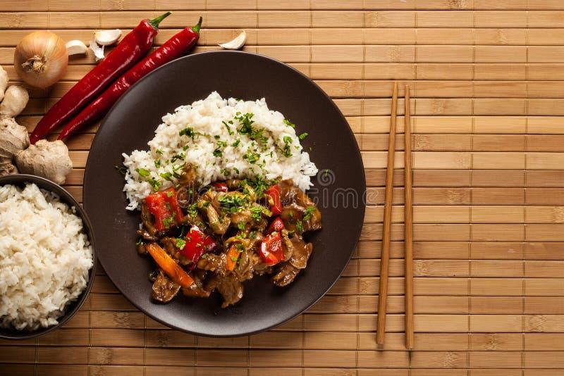中国稠粘的猪肉牛腩烤了与一甜和美味sauc 库存照片
