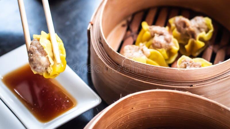 中国粤式点心Shumai -蒸的中国groumet烹调中国亚洲传统食物 免版税库存图片