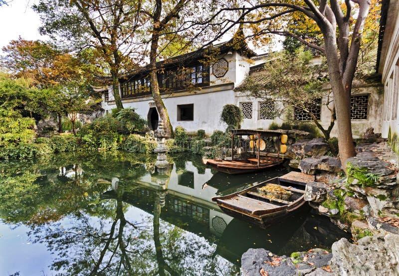 中国苏州庭院小船 库存照片