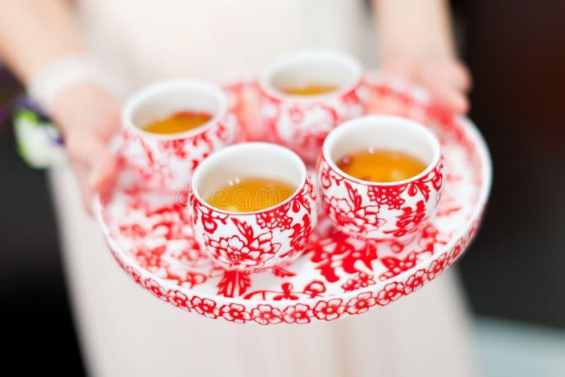 中国茶道杯子在婚礼之日 免版税库存图片
