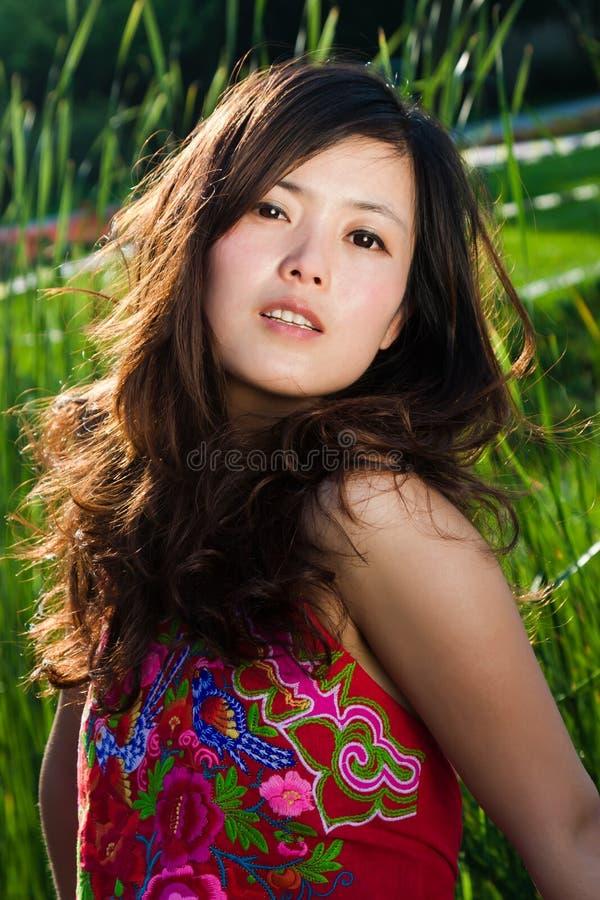 中国衣物穿戴的女孩纵向 库存图片