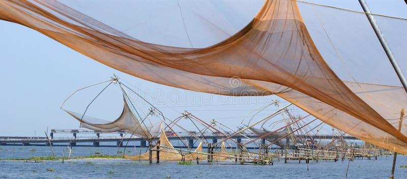 中国钓鱼的喀拉拉湖得到vembanad 免版税库存照片