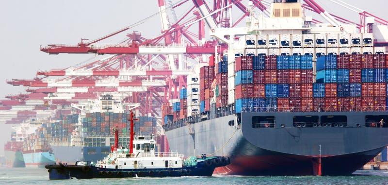 中国青岛端口集装箱码头 库存图片