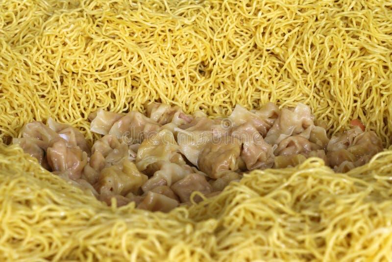 中国黄色面条用肉饺子 图库摄影