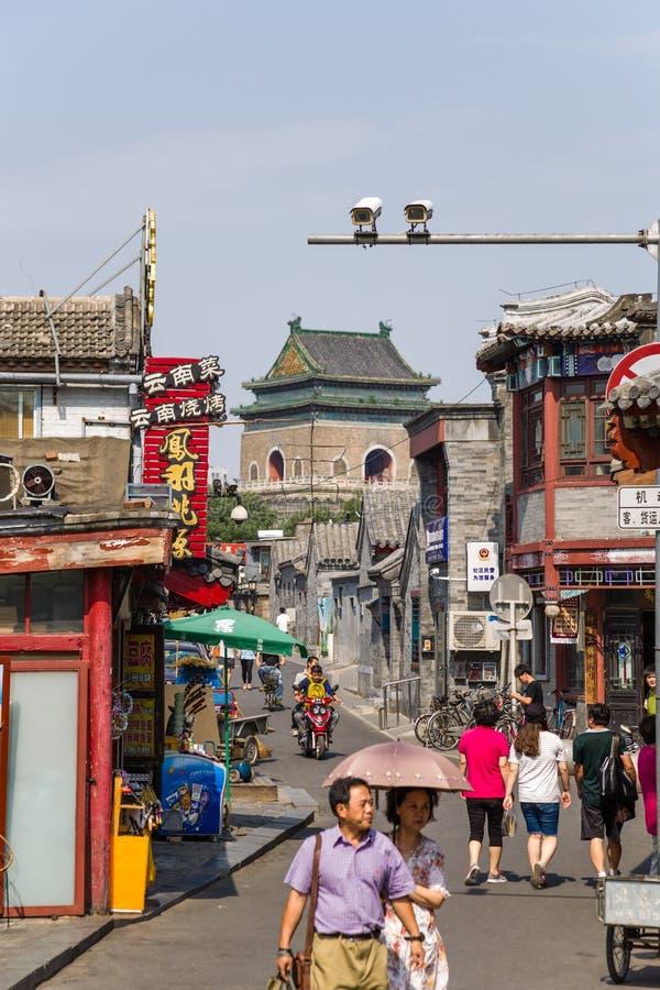 中国,北京 购物街道Yandai Xiejie和钟楼 库存照片