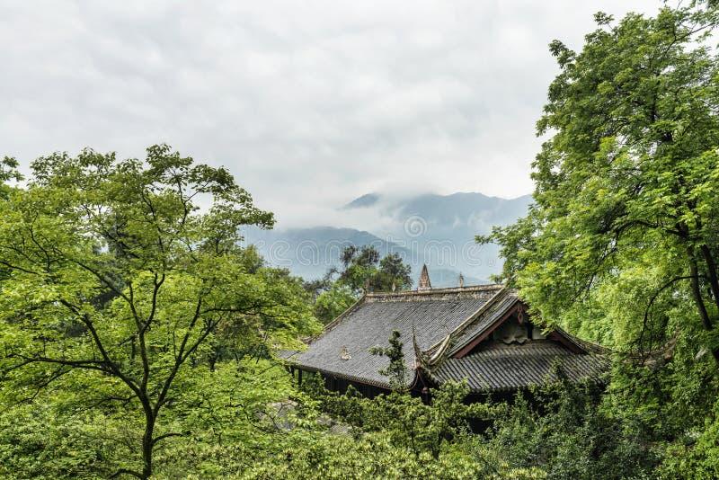 中国建筑在森林里 库存图片