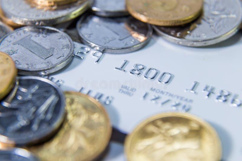 中国RMB硬币和信用卡 免版税库存图片