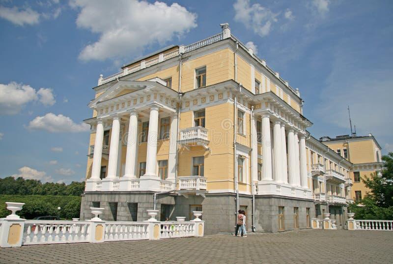 中央军用临床疗养院大厦在博物馆庄园Arkhangelskoye附近的位于大约20公里对从M的西部 免版税库存图片