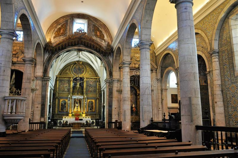 中央教堂中殿和教会法坛-我们的夫人教会  免版税库存图片