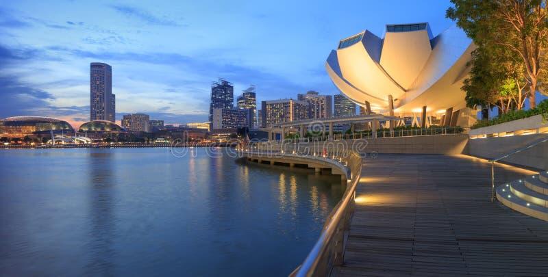 Download 中央新加坡看法 库存图片. 图片 包括有 摩天大楼, 港口, 码头, 博物馆, 反映, 地平线, 海滨广场 - 72365187