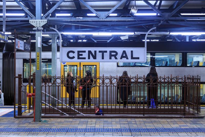 中央火车站,悉尼,澳大利亚,在晚上 免版税图库摄影