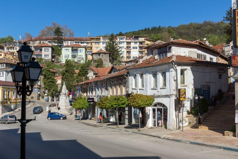 中央街道的老议院在市大特尔诺沃,保加利亚 免版税库存图片