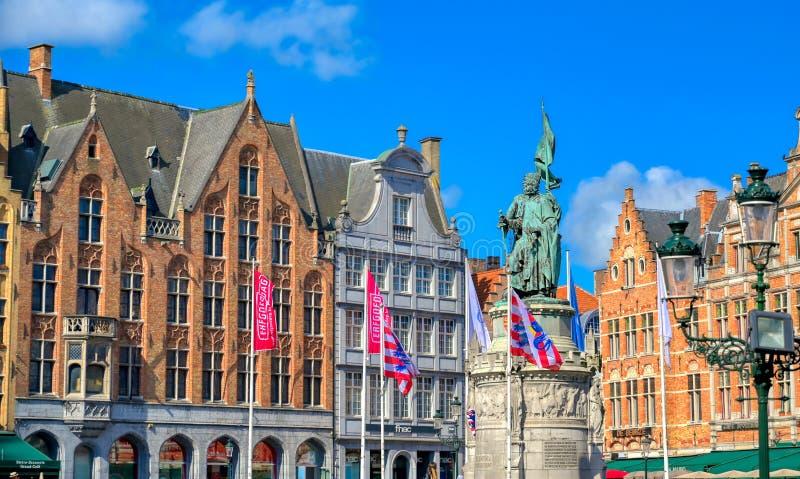 中央集市广场世纪广场在布鲁日布鲁基,比利时 图库摄影