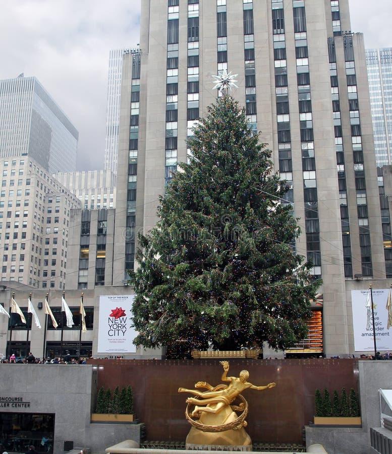 中心圣诞节洛克菲勒结构树 库存照片