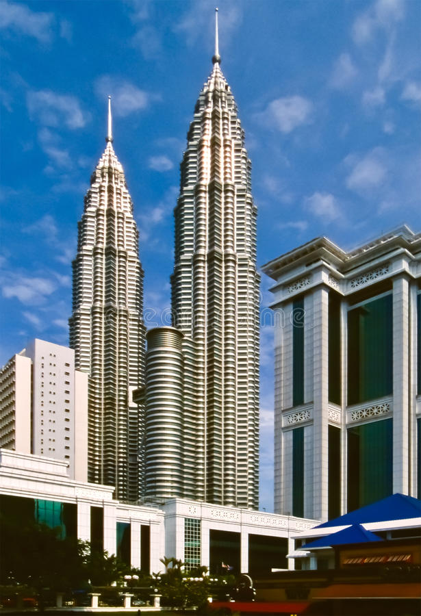 Download 中心城市吉隆坡 库存图片. 图片 包括有 云彩, 孪生, 布琼布拉, 没人, 城市, 马来西亚, 天空, 资本 - 15696495