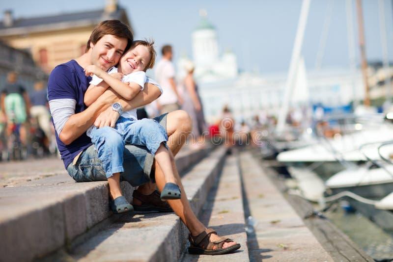 Download 中心市参议员愉快的户外儿子 库存图片. 图片 包括有 白种人, 享受, 逗人喜爱, 少许, 爸爸, 海滨广场 - 15699079
