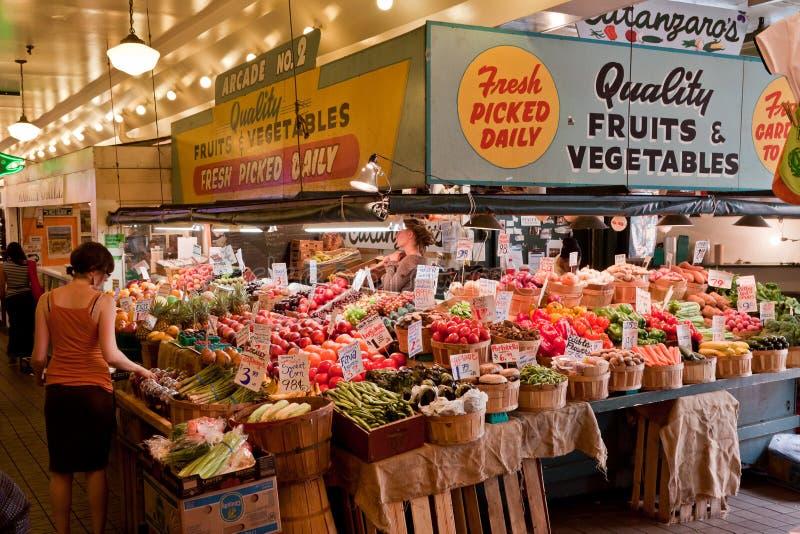 中心市场霓虹公共西雅图 免版税图库摄影