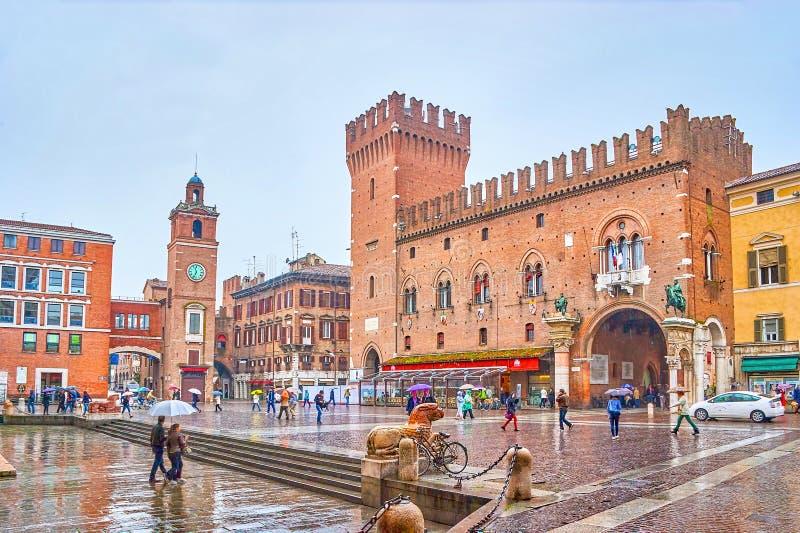 中心广场在费拉拉,意大利 免版税库存图片