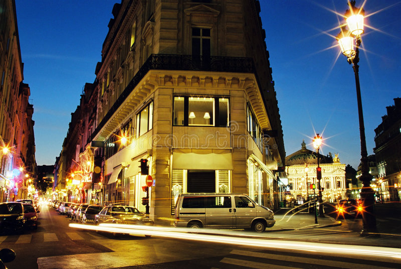 中心晚上巴黎 免版税库存照片