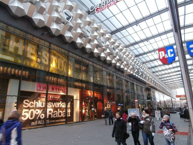 中心Galerie购物中心在德累斯顿,德国(2013-12-07) 图库摄影