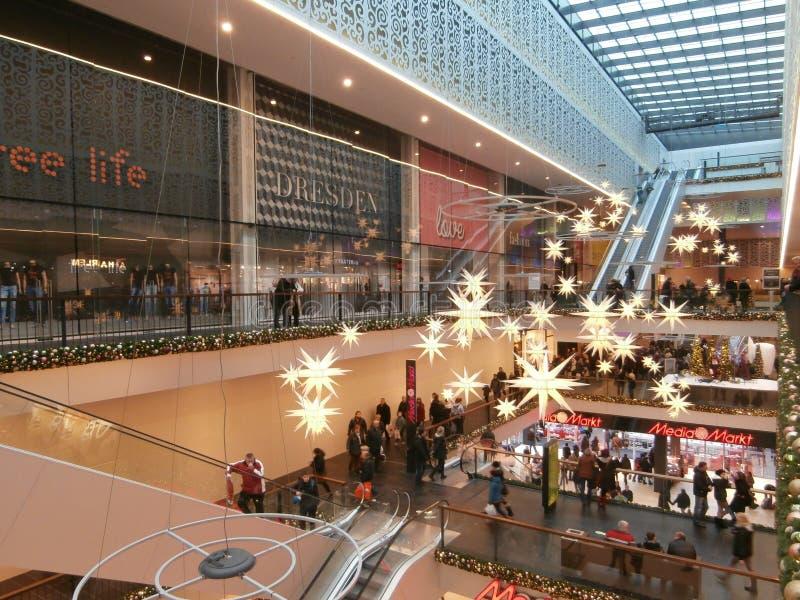 中心Galerie购物中心在德累斯顿,德国(2013-12-07) 免版税库存照片