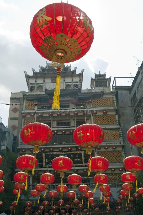中文报纸灯笼在春节, Yaowaraj瓷城镇 库存照片