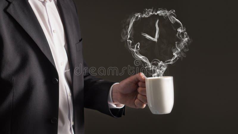中断咖啡概念人采取 从蒸汽的时钟标志 免版税库存照片